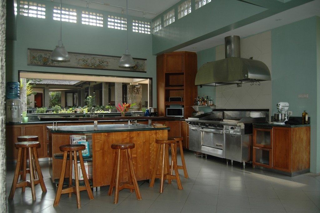 The kitchen with full facilities.