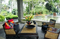 11_Livingroom_Ponds